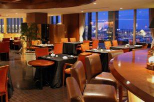 豪華客船のキャビンを模したバー&レストラン