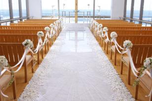 白い大理石のバージンロード