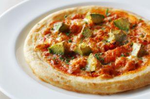 贅沢★タラバ蟹とアボカドのトマトソースピザ