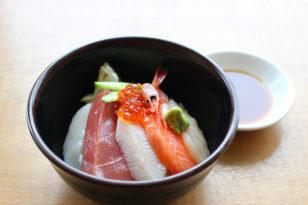 今週末のミニ海鮮丼は豪華バージョンです!