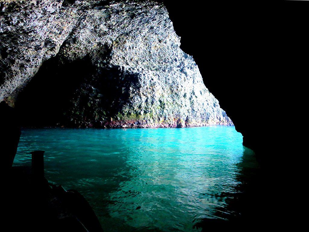 青 の 洞窟