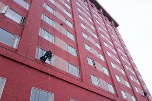 高さ約80m!春の窓清掃&消防訓練