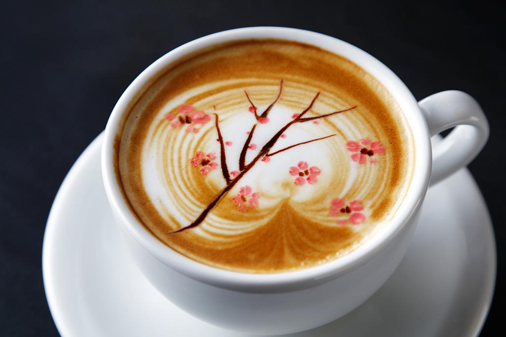 桜のかわいいラテアートの壁紙