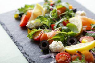 自家製食材を使った自慢のサラダです!