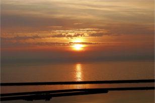 6-7月が見頃★海側客室から望む朝日