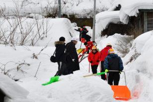 豪雪地帯・小樽の雪をボランティア除雪!